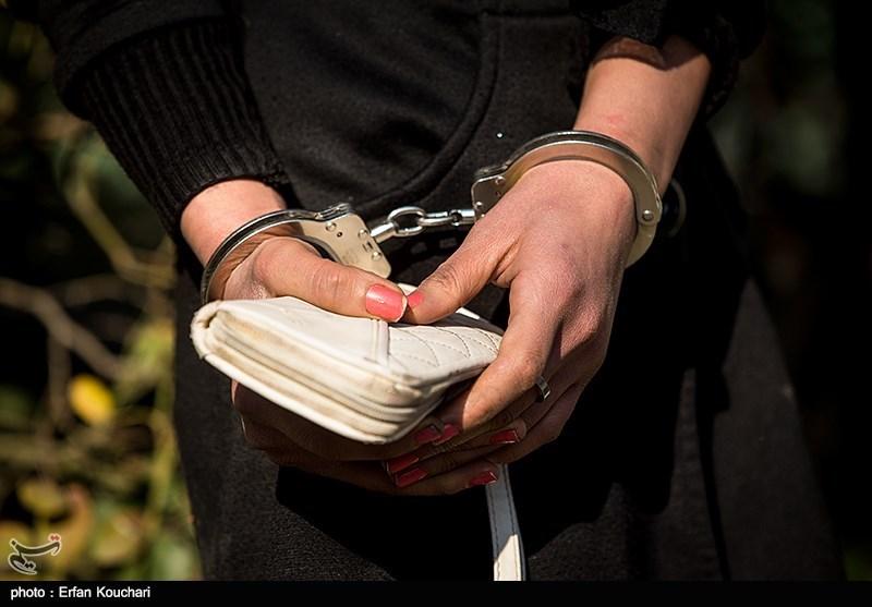 زن سارق در مراسم تشییع داوود رشیدی دستگیر شد + عکس