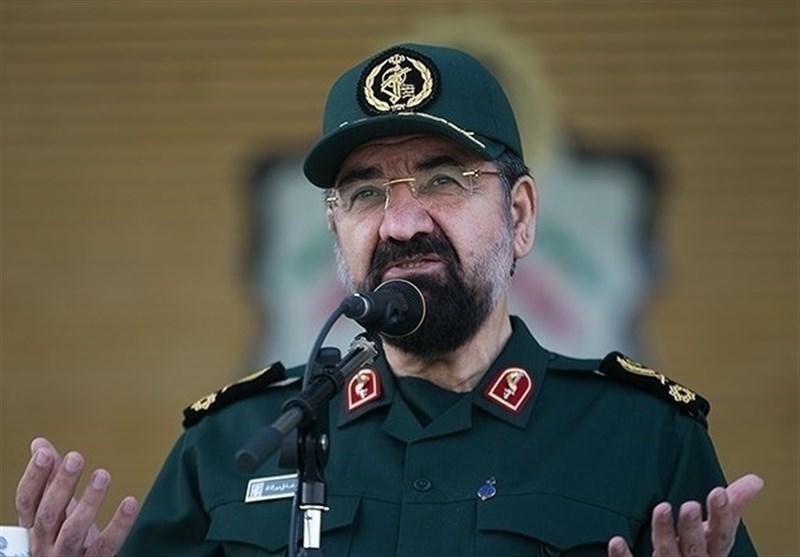 برخی مسئولان در زمین دشمن بازی میکنند/ در ۱۵ سال اخیر چند حمله به ایران را در نطفه خفه کردهایم