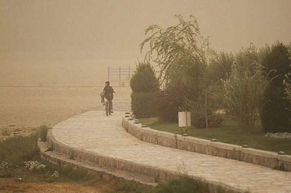 گرد و غبار آسمان اصفهان را تیره کرد/ احتمال تعطیلی مدارس در برخی مناطق