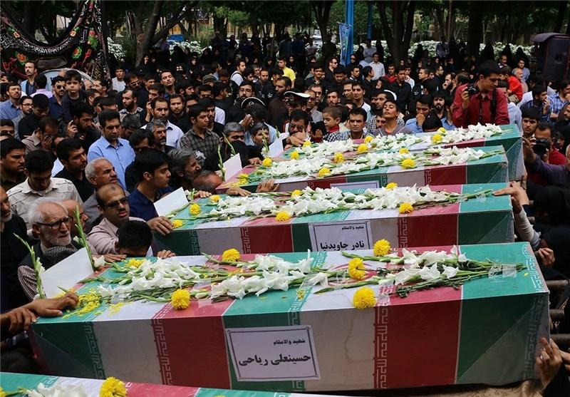 عزاداران حسینی در اصفهان شهدا را عاشورایی تشییع کردند