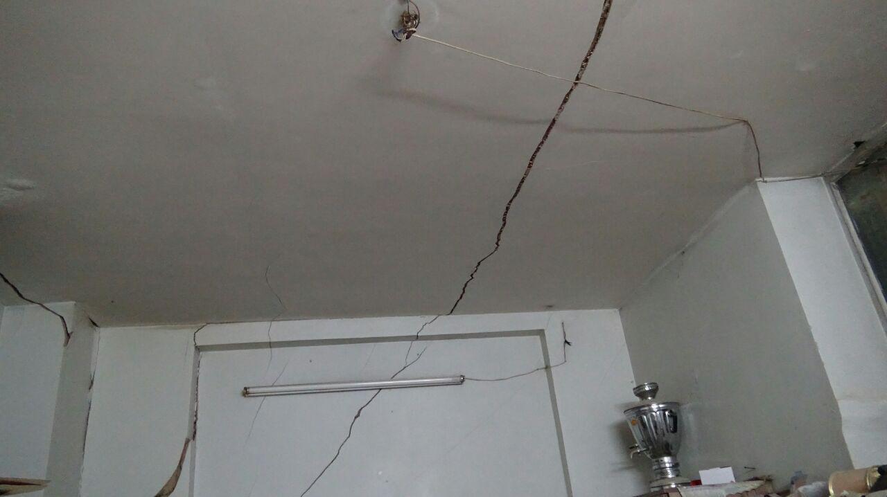 دو خانه از منازل حادثه دیده در عاشقآباد تخلیه شدند / فرضیهها نشان از جابجایی لایههای زمین دارد