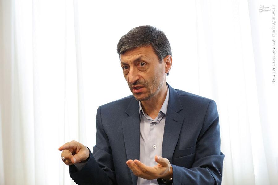 احمدینژاد در ماجرای معاون اولی مشایی ضد امر رهبری عمل کرد/ حداقل درآمد ماهانه اقشار تحت پوشش کمیته باید 450هزار تومان باشد/ یک ریال از صدقات مردم در عراق و لبنان خرج نشده است