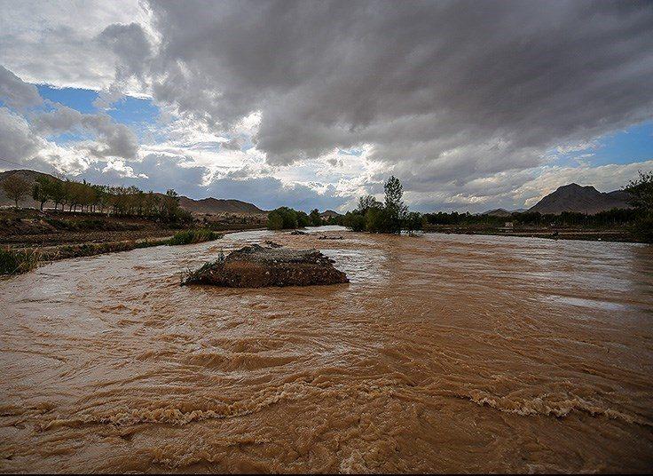 پرداخت خسارت با برآورد دقیق یا بازشدن آب در صورت بارندگی/تکذیب خبر ترکیدگی لوله آب/خط قرمز کشاورزان آب شرب مردم است