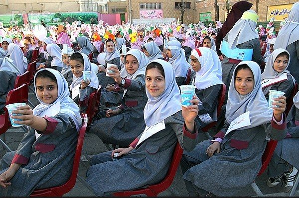 روزانه 890 هزار نفر در استان اصفهان از طرح توزیع شیر استفاده میکنند