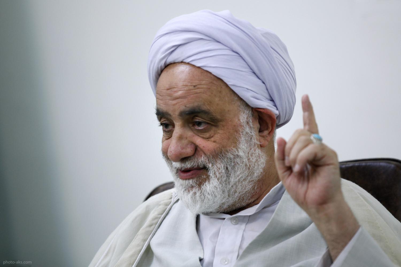 عیادت رئیسدفتر رهبر انقلاب از حجت الاسلام قرائتی