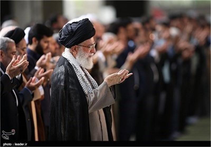 اقامه نماز بر پیکر مرحوم آیتالله هاشمیرفسنجانی توسط رهبر معظم انقلاب