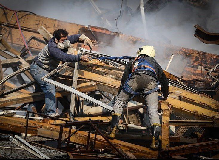 امیدهایی که کمرنگ میشوند؛ نفسهای آتشنشانان زیر آوار به شماره افتاد