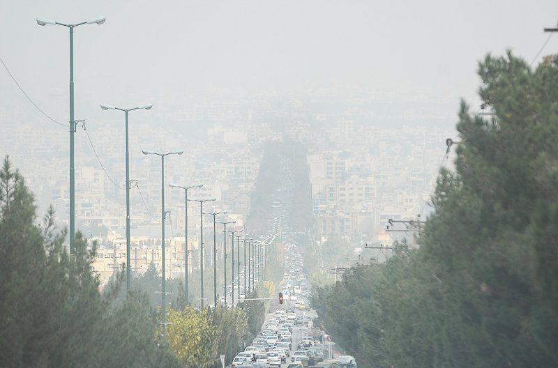 تزریق روزانه ۴۰۰ تن آلودگی پالایشگاه به ریه اصفهانیها/ اعتراض مسؤولان شهری به طرح توسعه ۲۰۰ هکتاری