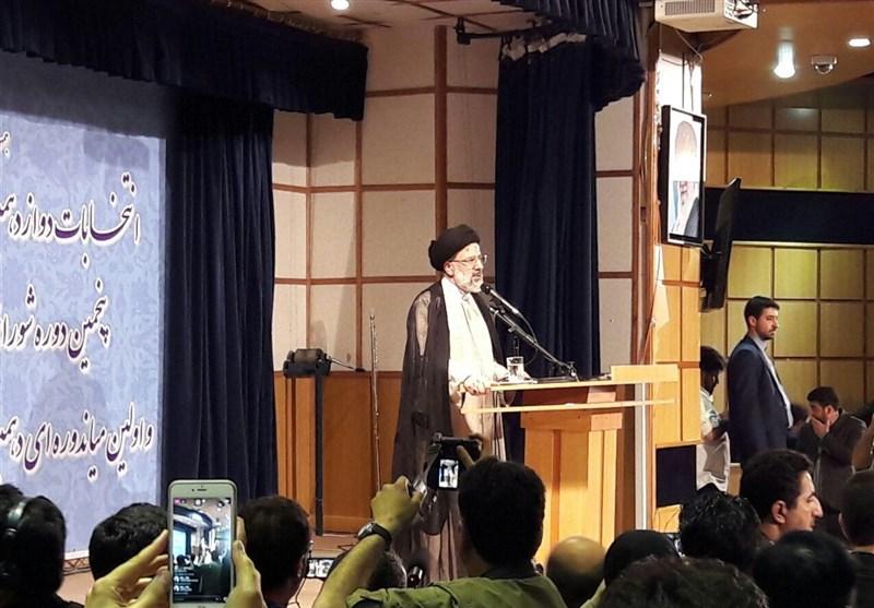 حجت الاسلام رئیسی: شعارم «کار و کرامت» است/ آمدم تا وضع موجود را به نفع مردم تغییر دهم