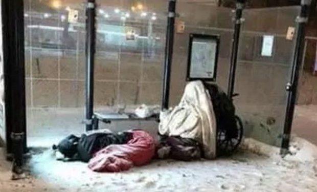 تصاویر یخ زدن بیخانمانهای آمریکا در سرمای کشنده
