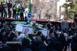 تصاویر تشییع با شکوه شهدای حمله تروریستی زاهدان بر روی دستان مردم اصفهان