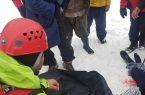 نجات دو نفر گرفتار در برف کوهستان توسط یک روحانی
