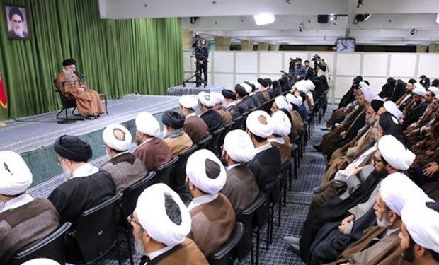 ملتهای سرخورده از تمدنهای مادی غرب و شرق نگاهشان به جمهوری اسلامی است / حرکتتان انقلابی باشد