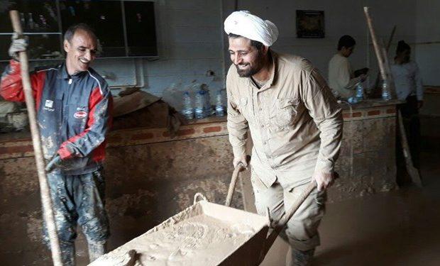 امدادرسانی ۹۰۰ طلبه اصفهانی به سیلزدگان