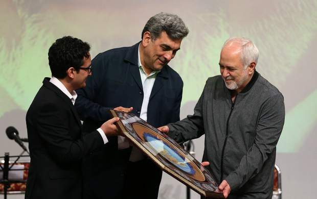 باب جدید اسطوره سازی سیاسی از ظریف/ یک روز قهرمان رابطه با آمریکا امروز قهرمان مقابله با آمریکا