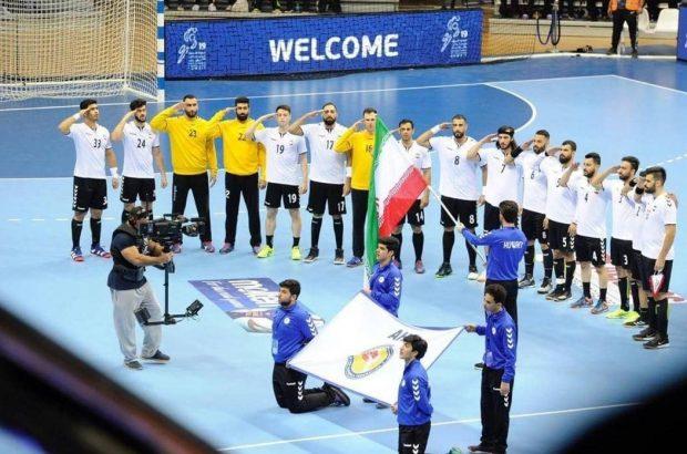 احترام نظامی ملی پوشان هندبال به پرچم ایران