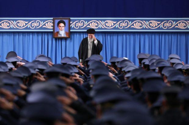 باید قوی شویم تا جنگ نشود و تهدید دشمن تمام شود/ باید بند ناف اقتصاد را از نفت قطع کنیم/ ماجرای اجناس نظامی متعلق به ایران که هنوز در انبارهای آمریکا نگهداری میشود